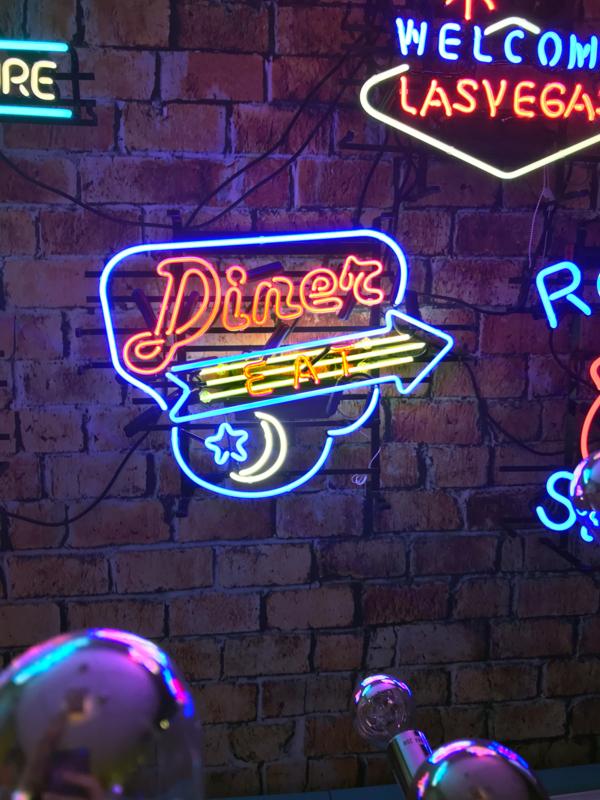 NEON Diner Eat