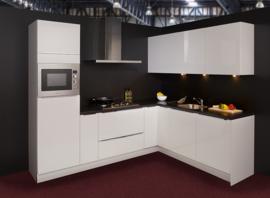 Keuken 133, half greeploze keuken hoogglans lak, 270x214 cm. en supercompleet