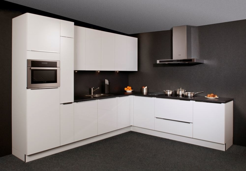 Keuken 46 Nolte Lux Hoogglans Lak 320x275 Cm En
