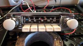 Blaupunkt frankfurt 12volt FM radio met witte/elfenbein druk en draaiknoppen