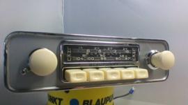 Blaupunkt Frankfurt 6 of 12 volt FM radio met witte knoppen