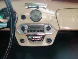 Blaupunkt radio in Porsche 356