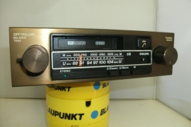 Radio met metaal bruin frontje en knoppen