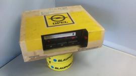 blaupunkt / grundig Opel radio NOS nieuw in doos + frontje/knoppen