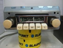 Blaupunkt radio met speciaal frontje voor borgward isabella