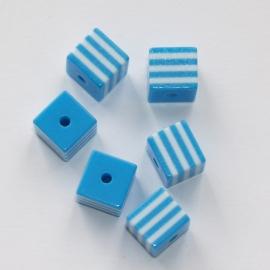Opruiming van de AVK04  10 x  acrylkraal Vierkant  Blauw 8mm