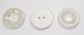 KNO02a  5 x prachtige witte knoop met een rand van parelmoer ca. 30 mm