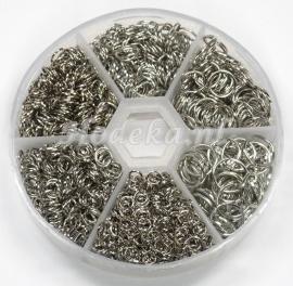 ABX01 assortiment box met ca 1000 ringetjes antiek zilver