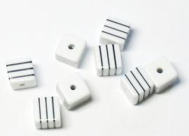 Opruiming van de AVK10  10 x  acrylkraal Wit met Zwarte streepjes 8mm