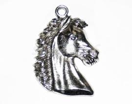 BDG20  1 x  Bedel Paardenhoofd Antiek Zilver 43 x 30 mm