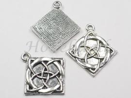 BDG35  1 x  Bedel Keltisch symbool Ruit Antiek Zilver  35 x 32mm