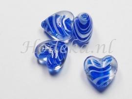 GKO13   4 x Glaskraal Hartje Blauw met Wit  ca. 15mm