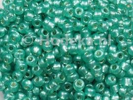 CRP08/13a  50 gram Preciosa Rocailles 8/0 Mat Groen Silverlined