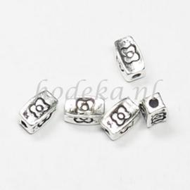 MTL77   10 x metalen kraal rechthoek  7,5 x 5 mm Zilver