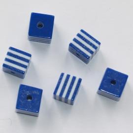 Opruiming van de AVK03  10 x  acrylkraal Vierkant  Donker Blauw 8mm