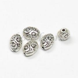 MTL81   10 x metalen kraal  Ovaal 8 mm Zilver