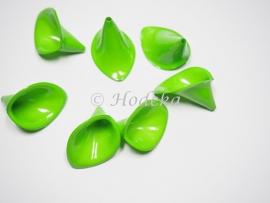 BVE62  3 x Aronskelk (bloem) Groen 17x25mm