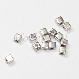 MTL61   25 x metalen kraal  Vierkant 3 mm Antiek Zilver