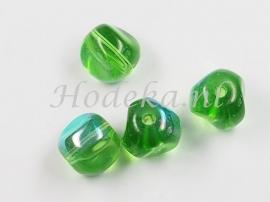 GKO20   10 x Gedeukte glaskraal Groen  ca. 9 x 9 mm