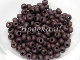 CRP06/34a  50 gram Preciosa Rocailles 6/0 Mat donker Bruin