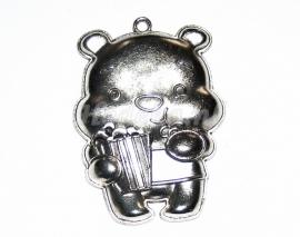 BDG26  1 x  Bedel  Baby Pooh  Antiek Zilver 57 x 41mm