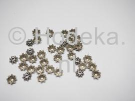 BKK19  12 x  Metalen Kralenkapjes ca. 8mm