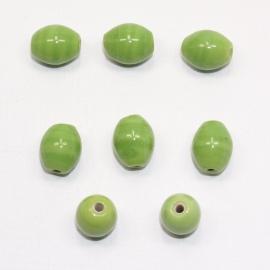 OVG04   20 x Glaskraal Ovaal Groen ca. 12mm