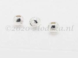 MTL112   10 x metalen kraal  7 mm Zilver met werkje