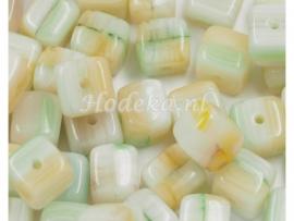 CZV03  16 x Tsjechische Glaskraal Vierkant 6 mm wit/beige/groen