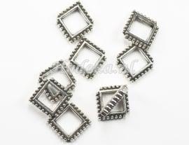 BVD08   4 x metalen verdeler antiek zilver Ruit ca. 15.5 x 18 x 3mm