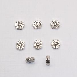 MTL02   8 x metalen kraal Bloem 7mm Antiek Zilver