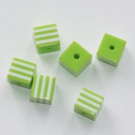 Opruiming van de AVK05  10 x  acrylkraal Groen vierkant 8mm