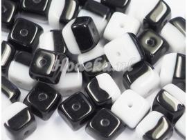 CZV01  16 x Tsjechische Glaskraal Vierkant 5,5 x 5,5mm Zwart / Wit