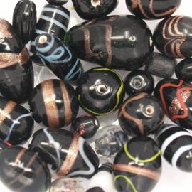 GMM03   50 gram Glaskralen mix Zwart