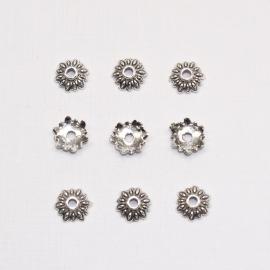 BKK02  16 x  Metalen Kralenkapjes ca. 8mm