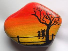 HPS08 Hand painted Happy stone by Hodeka.nl Poezen op hek