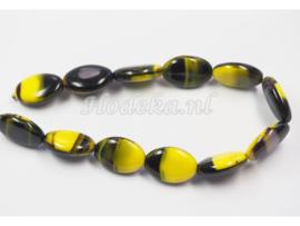 CZO13   1 x Tsjechische glaskraal ovaal 16 x 11mm Zwart/Geel