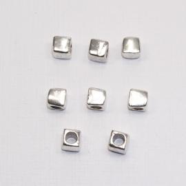 MTL04   8 x  metalen kraal Vierkant  ca. 6.5mm Antiek Zilver