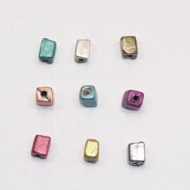 GLV04   25 x Glaskraal Vierkant Mix Kleuren ca. 7 x 5mm