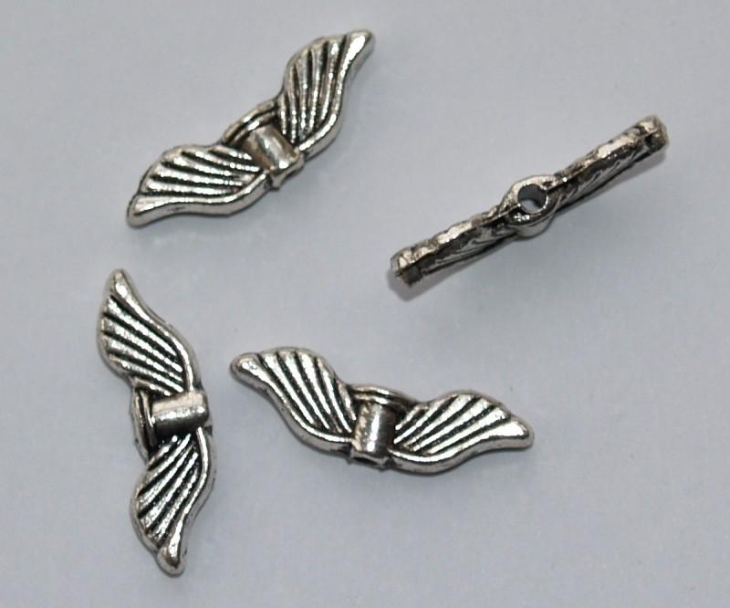 MTV08a  25 x metalen Vleugel antiek zilver 20 x 6