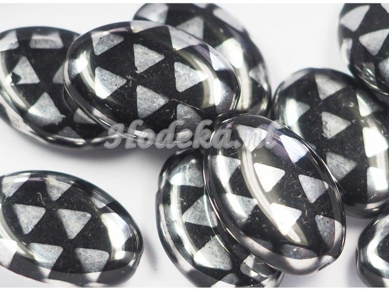 CZO11   1 x Tsjechische glaskraal ovaal 16 x 11mm Zwart / Zilver