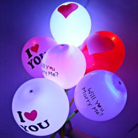 5 ledballonnen rood - met wit hart