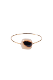Zusss ring met vierkante steen