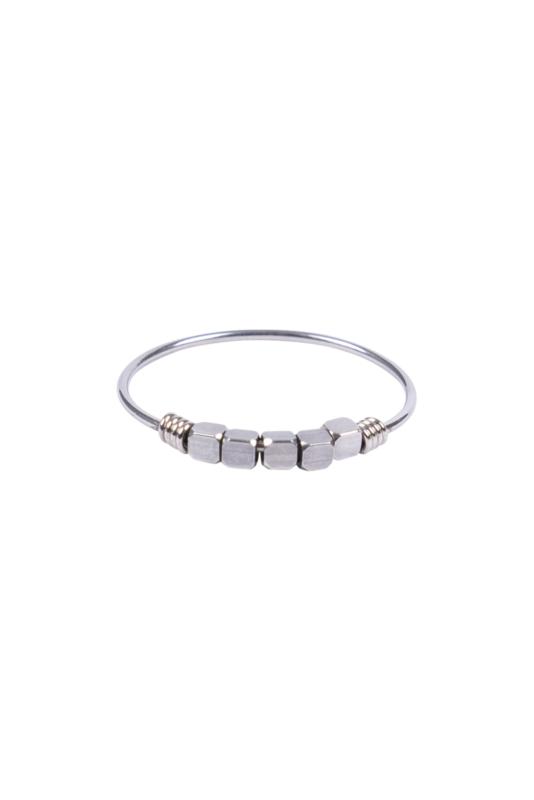 Zusss ring met kraaltjes - zilver