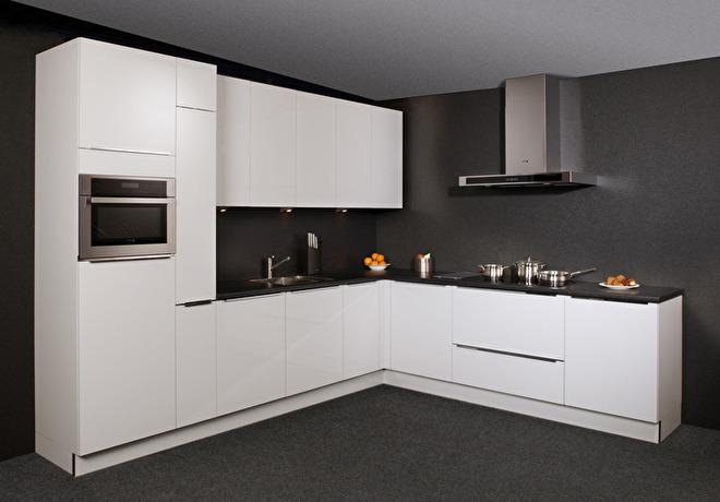 hoogglans witte keukens
