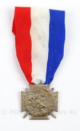 Franse medaille Journee du Poilu 1915 25-26 Decembre - zilverkleurig - afmeting 3,5 x 9 cm - origineel