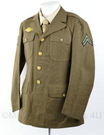 Wo2 US Army Class A jacket gedateerd 1942 - rang  Sergeant  - size 38R = maat 48 - origineel