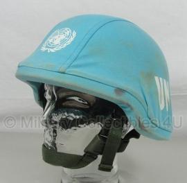 Nederlandse helm met overtrek VN UN / United Nations -maat Medium of Large -  gebruikt - origineel