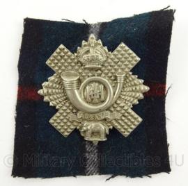 WO2 Schotse baret of cap insigne The Highland Light Infantry WM met achterkant  - afmeting 8 x 8 cm - origineel