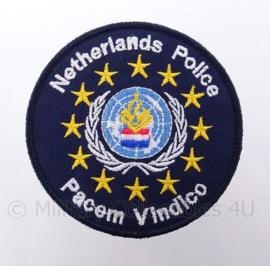 "Nederlandse Politie Internationale VN/UN missie ""Pecem Vindico"" embleem -  met klittenband - diameter 9 cm"
